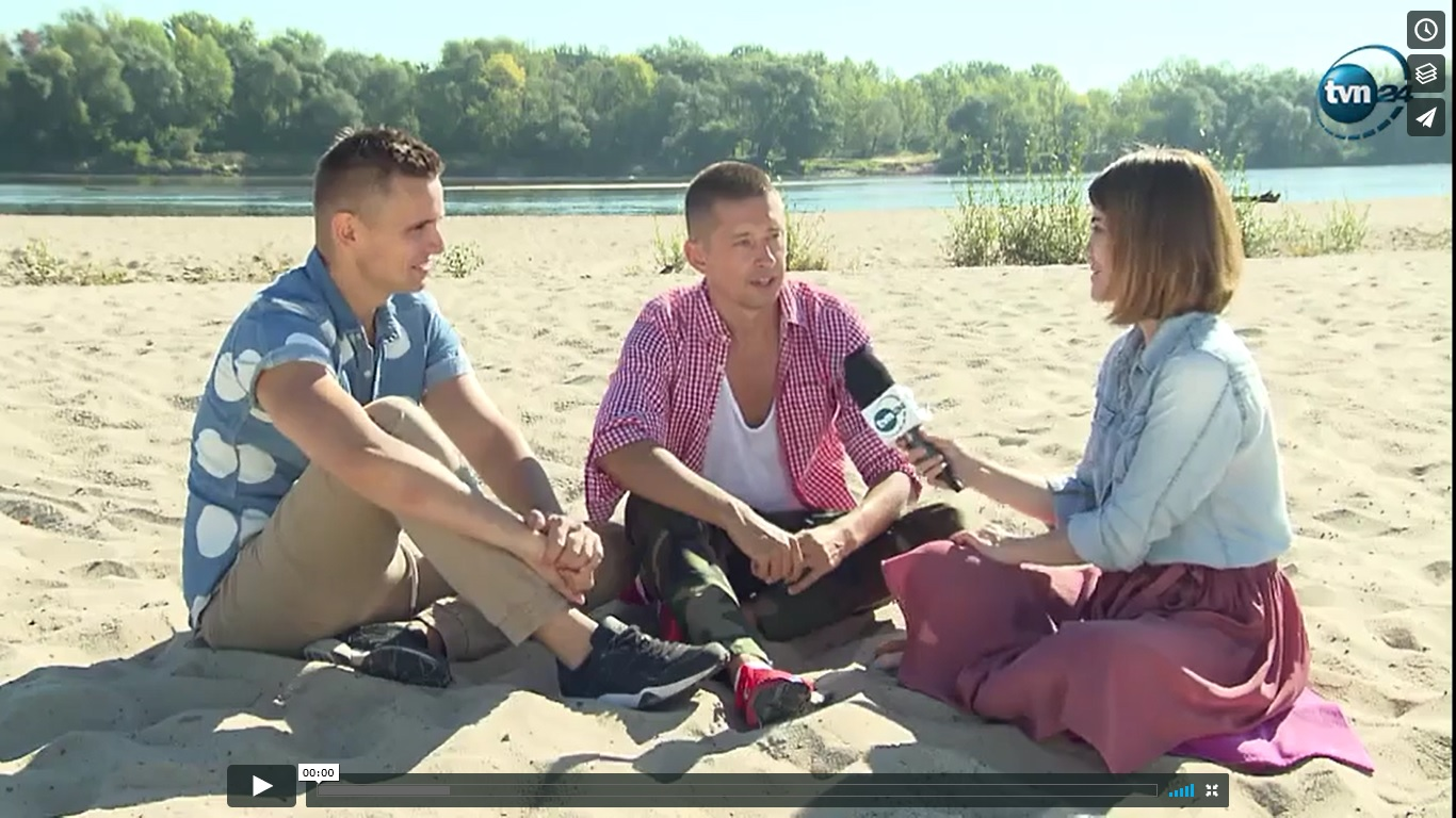 """<b>TVN24 Polska i Świat<br>""""Klip pary gejów zachwycił świat""""</b><br>07.09.2016"""